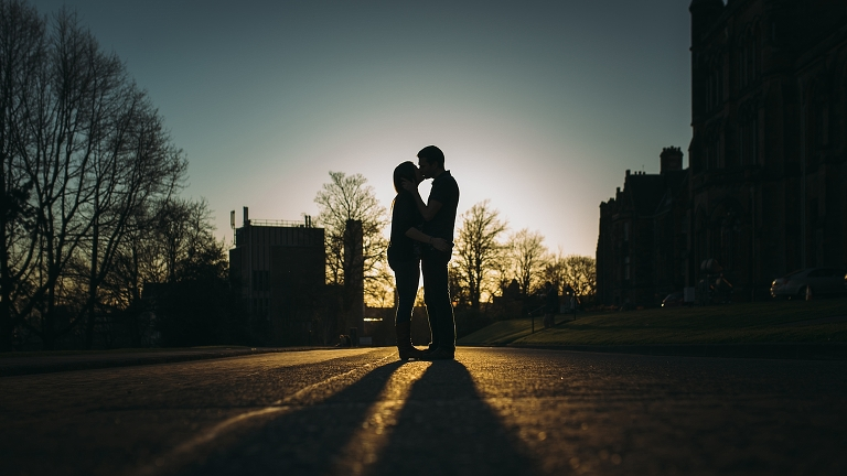 west-end-glasgow-engagement-kelvingrove-golden-hour