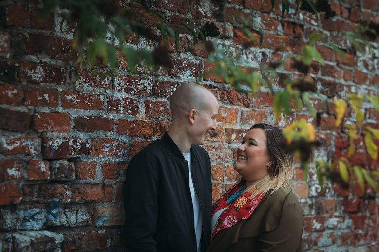 Beaut Autumn colours in the East End of Glasgow on this engagement shoot